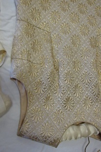 BATMC I.09.396, Debebnham & Freebody, 1960 - 1969, silk synthetic, woven (brocade) quilted, front detail. The front shaping probably means that the bodice was quite fitted - again not strictly a shift dress.