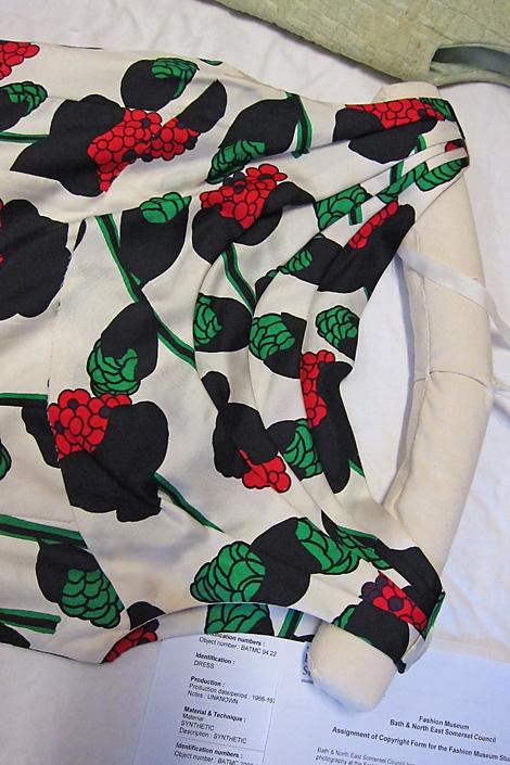 BATMC I.09.604, Switzerland Fortnum & Mason, 1957 - 1959, silk woven, front neckline detail. Lovely pleated neckline.
