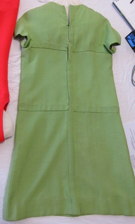BATMC I.09.884. Nina Ricci, 1967, silk in plain weave. The back view.